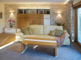 Wohnzimmer im modernen Landhausstil:  Wohnzimmer von T-raumKONZEPT - Interior Design im Raum Nürnberg,Modern