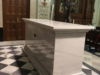 Pasillos, vestíbulos y escaleras de estilo clásico de Mabello Clásico