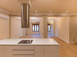 Reforma integral piso - Antes y Después Cocinas de estilo moderno de LCC, Licitaciones y Contrataciones de Construcción Moderno