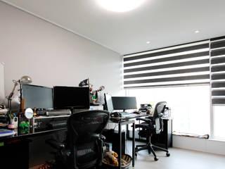 성원상떼빌 34평-침실, 욕실, 현관 모던스타일 서재 / 사무실 by 디자인아이엠 모던