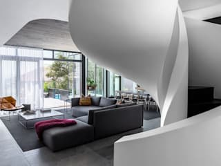 Minimalist living room by GSQUARED architects Minimalist