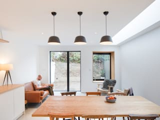 A House in Brixton, 2018 TAS Architects Modern dining room
