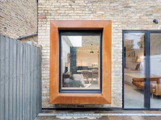 A House in Brixton, 2018 Case moderne di TAS Architects Moderno