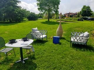 Evento Golf Club Modena - Arredo da Esterno Gervasoni: Giardino in stile  di new life HOME