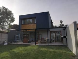 Reconstrucción de Vivienda unifamiliar - Las Condes: Casas unifamiliares de estilo  por Remodelaciones Santiago Eirl, Mediterráneo