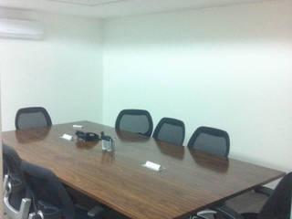 Oficina de Abogados Estudios y despachos modernos de Vertical Arquitectura Moderno