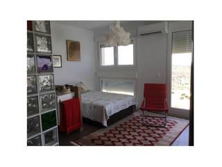 Vivienda rústica para desconectarse, en Cuenca: Dormitorios pequeños de estilo  de Arte y Vida Arquitectura, Rústico