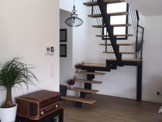 Reforma de vivienda en Cuenca, Cuenca: Escaleras de estilo  de Arte y Vida Arquitectura, Moderno