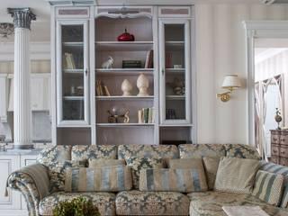 Классическая квартира: Гостиная в . Автор – Студия интерьеров Людмилы Пожидаевой, Классический