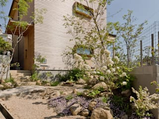 Chalets & maisons en bois de style  par エイチ・アンド一級建築士事務所 H& Architects & Associates