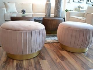 Taburete en terciopelo color rosa palo Salones modernos de CASA MARBEC Moderno