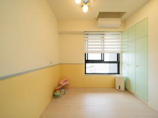 兒童房使用活潑生動的黃綠色腰板:  嬰兒房/兒童房 by 藏私系統傢俱