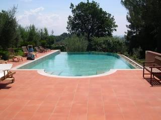 Infinity pool by Tamara Migliorini Architetto, Modern