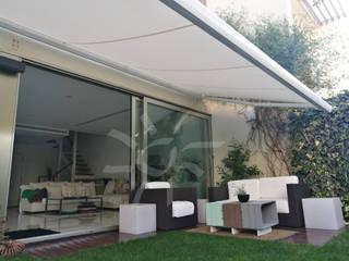 Splenbox Blanco: Jardines delanteros de estilo  de SolStore