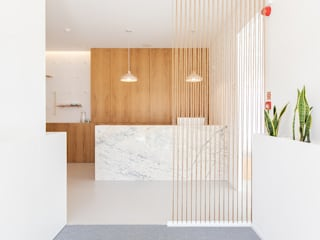 Qiarq . arquitectura+design Clinics Stone White