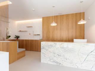 Qiarq . arquitectura+design Clinics Marble White