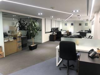 Minimalistische Arbeitszimmer von EA ARCHITECTURE & FURNITURE Minimalistisch