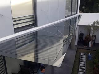 vertikal Balcon, Veranda & Terrasse modernes Gris