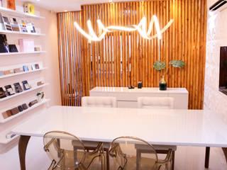 Escritório de Arquitetura na Barra da Tijuca: Escritórios  por Arquit&thai