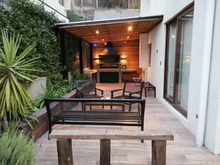 Arreglos en Vivienda Unifamiliar - Lo Barnechea: Terrazas  de estilo  por Remodelaciones Santiago Eirl, Clásico