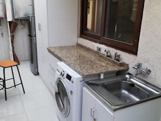 Arreglos en Vivienda Unifamiliar - Lo Barnechea Paredes y pisos de estilo clásico de Remodelaciones Santiago Eirl Clásico