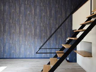 7つのイメージのあるアパート/SEPT CHAMBRE [セ‐シャンブル] 変化や空間力(デザイン)のある住空間 APARTMENT-S: ㈱本井建築研究所一級建築士事務所が手掛けたリビングです。,