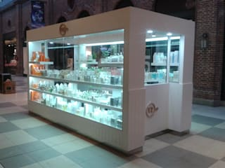 모던 스타일 쇼핑 센터 by Faerman Stands y Asoc S.R.L. - Arquitectos - Rosario 모던