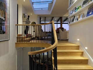 House Oranjezicht:  Stairs by KMMA architects