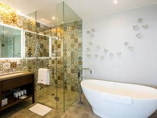 Un Baño único como TÙ:  de estilo  por Punto Cero