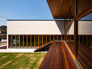 Modern balcony, veranda & terrace by 中山大輔建築設計事務所/Nakayama Architects Modern