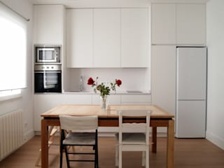 Dining room by Reformmia ,