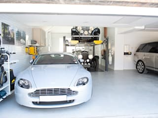 Stunning Garage Transformation in Buckinghamshire by Garageflex Класичний