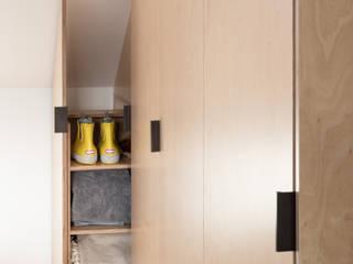 Bearstead Rise Modern Corridor, Hallway and Staircase by Gruff Modern