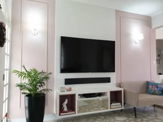 Salon classique par Larissa Minatti Interiores Classique