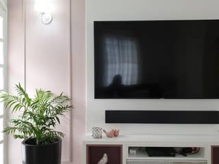 Home L&O Salas de estar clássicas por Larissa Minatti Interiores Clássico