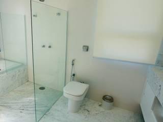 Classic style bathroom by Lozí - Projeto e Obra Classic