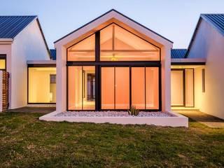 Modern House, Silverlakes area, Pretoria:  Passive house by Building Project X (Pty) Ltd., Modern