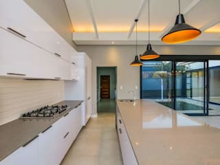 Modern House, Silverlakes area, Pretoria:  Built-in kitchens by Building Project X (Pty) Ltd., Modern