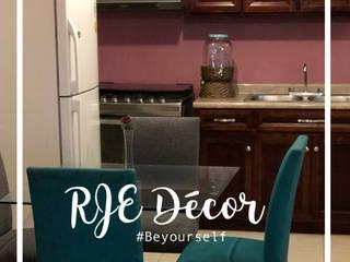 RJE005: Cocinas pequeñas de estilo  por RJE Decor
