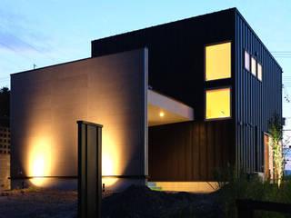 建築家 矢橋徹先生の作品「自分色に染める家」: アールプラスハウス 津(株式会社高正工務店)が手掛けた一戸建て住宅です。,