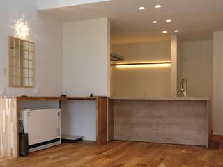 建築家 長谷部勉先生の作品「何気ない家」: アールプラスハウス 津(株式会社高正工務店)が手掛けたダイニングです。,