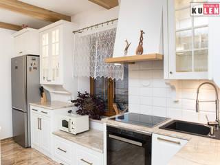 Klasyczna drewniana kuchnia: styl , w kategorii  zaprojektowany przez Zakład Stolarski Kulenty,
