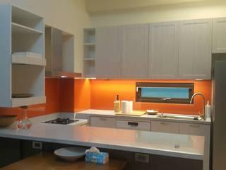 開放式餐廚室 根據 houseda 田園風 玻璃