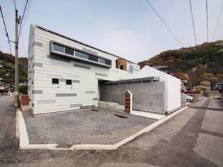 イシウエヨシヒロ建築設計事務所 YIA Casas de madera Hierro/Acero Blanco