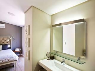 John Smillie Architects Modern style bathrooms
