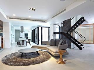 Salas de estar minimalistas por 凸透設計-光庭建設 Minimalista