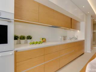 Projekt przytulnego mieszkania na Bemowie. od MKdezere projektowanie wnętrz Skandynawski