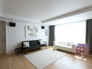 반포리체 39py 아파트: 트리플디자인의  거실