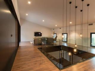 Reforma Interior Vivienda Unifamiliar Santa Bárbara: Salones de estilo  de mesquearquitectura