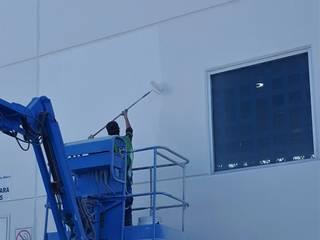 Pintura en fachada de nave industrial Paredes y pisos de estilo industrial de Paint Services Industrial